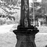 Kamenný kříž vmístní části Lomná