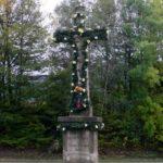 Zr. 1886 pochází kříž postavený zdejšími občany Josefem Makovým a Tomášem Pargačem při cestě Solárka poblíž odbočky na Kopanou.