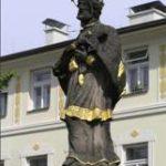 Socha sv. Jana Nepomuckého zr. 1717 – frenštátské náměstí